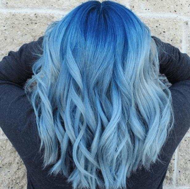 extensiones de pelo en azules vibrantes